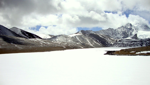Gurudongmar-Lake-in-Winter