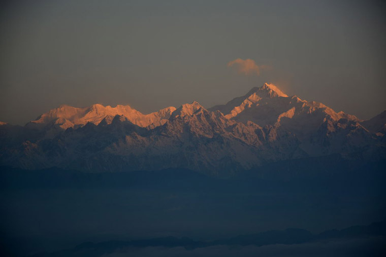 Kanchenjunga-as-seen-from-Rishop-in-clear-summer-morning