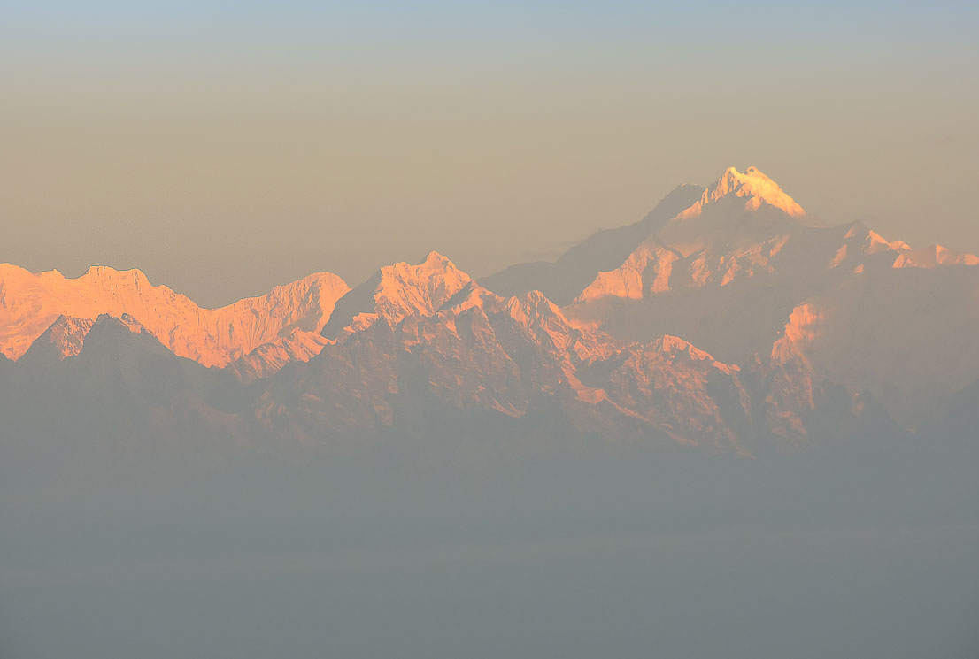Kanchenjunga-as-seen-from-Tiffindara-View-Point