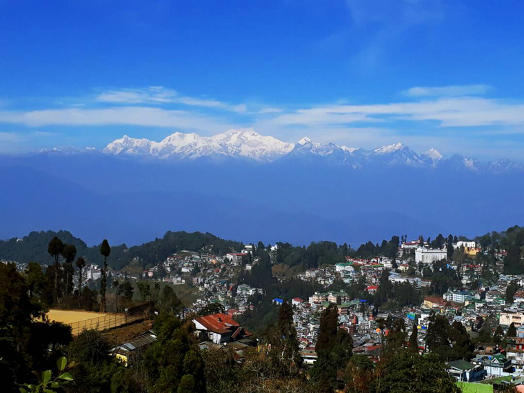Kanchenjunga-as-seen-from-Darjeeling-in-Spring