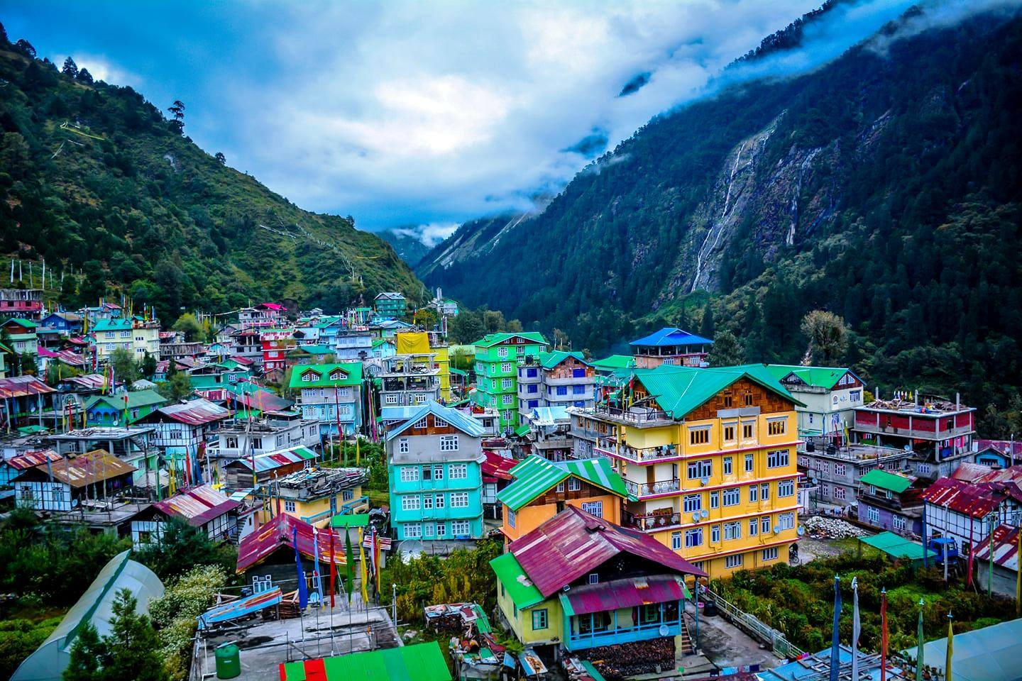 Lachung-City-In-between-the-Mountain-Ranges-North-Sikkim